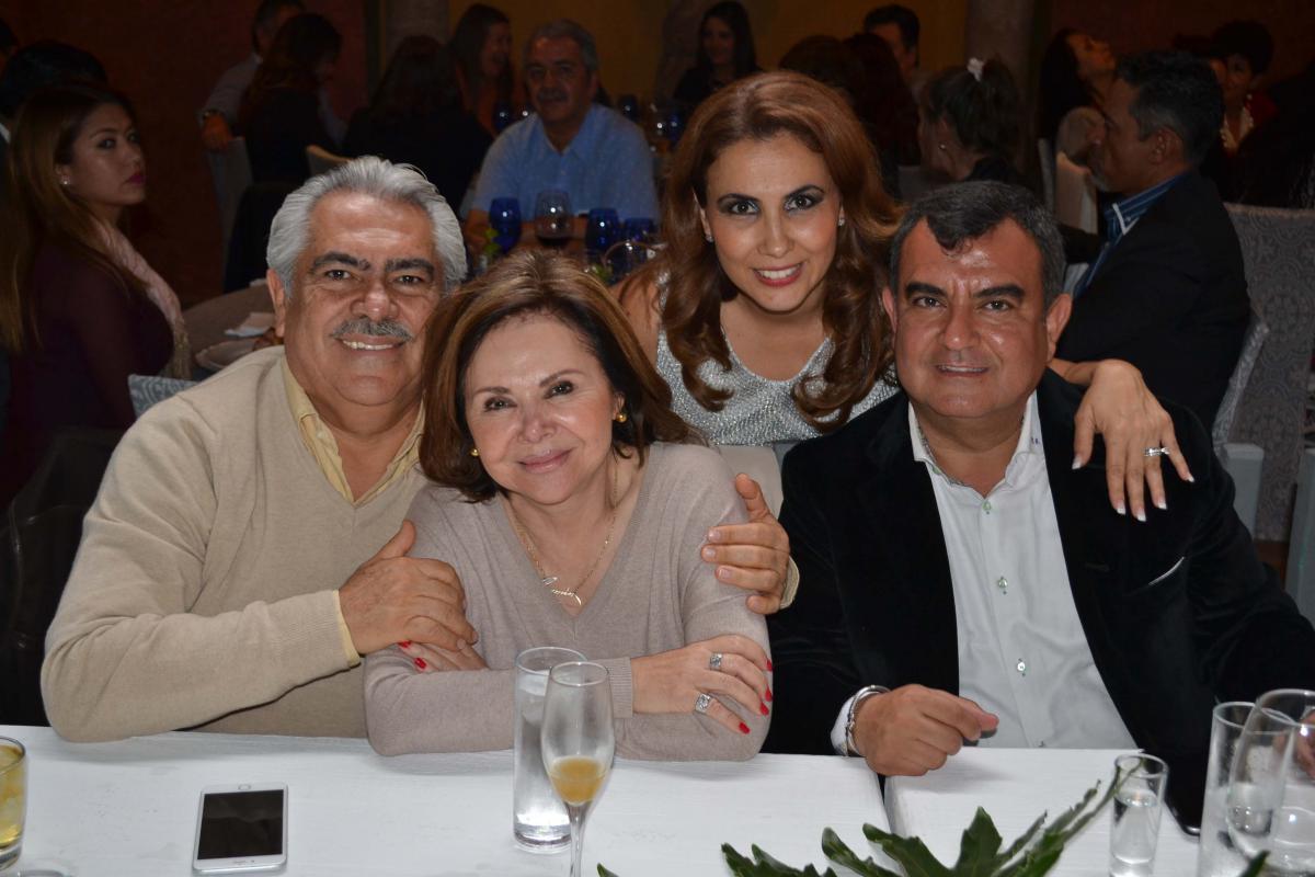 02 Chon Orihuela - la Sra. Carmelita- Laura Montes de Oca y Constantino Ortiz
